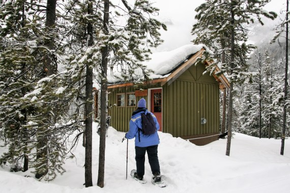 hiking to a cabin- how to start snowshoeing