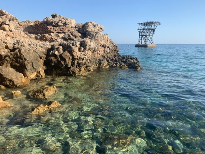 Quel che resta ... Isola del Giglio / pilone per il carico delle navi dei materiali provenienti dalla miniera