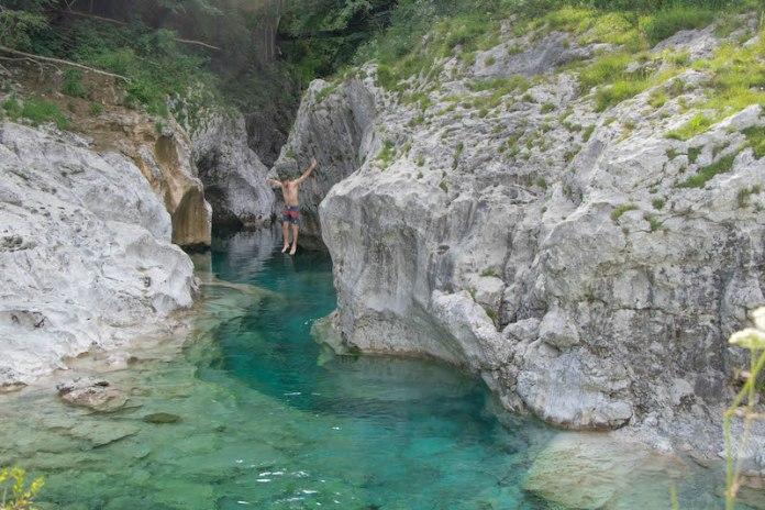 Cervedol Curnila - Val d'Arzino (PN) successione di cascate e vasche naturali scavate dal fiume