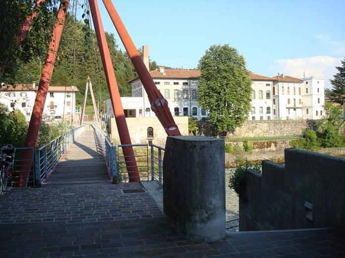 Passerella sul torrente Torre e biblioteca civica - Tarcento (UD)
