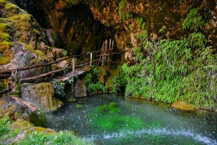 labante -laghetto sotto la cascata