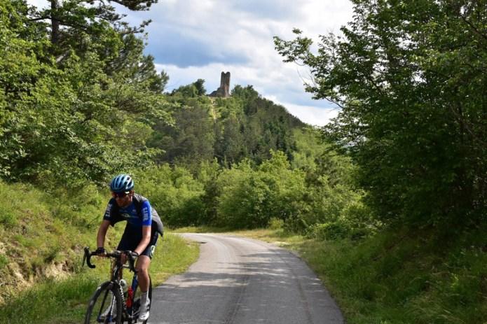con bici alla rocca di Monte Battaglia