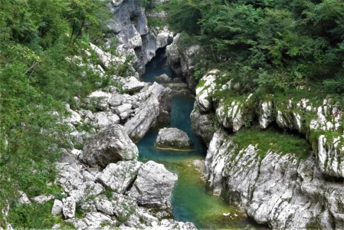 Forra del Cellina, un incredibile canyon formato da ripide rocce che precipitano verticalmente nel torrente dalle acque cristalline, tra quiete e bellezza della Riserva Naturale gestita dal Parco Naturale Dolomiti Friulane