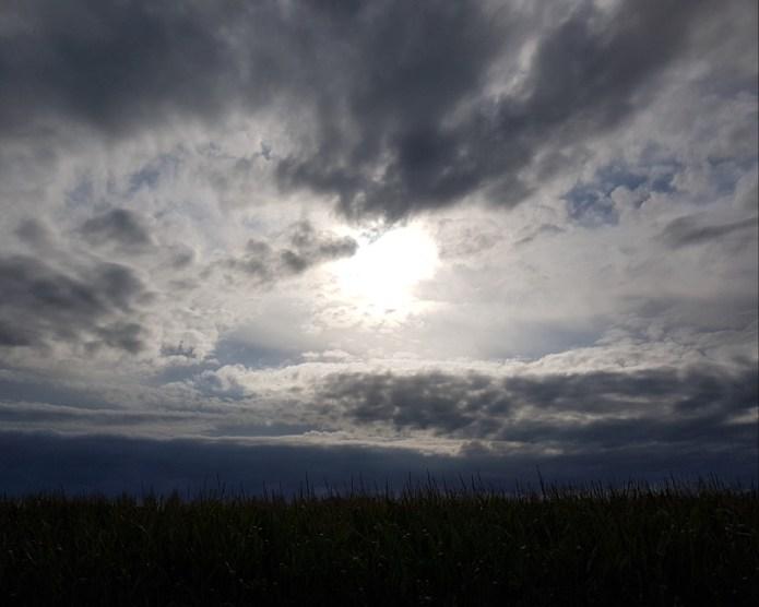 Il sole del mattino che si fa largo tra le nuvole, Cuneo