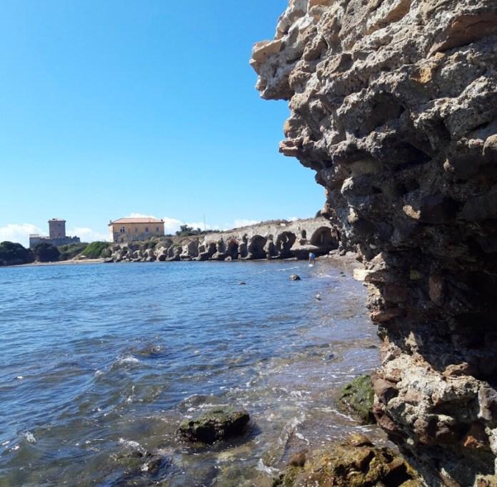 Torre Astura e il mare