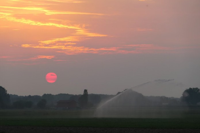 Alba settembrina con irrigazione dei campi