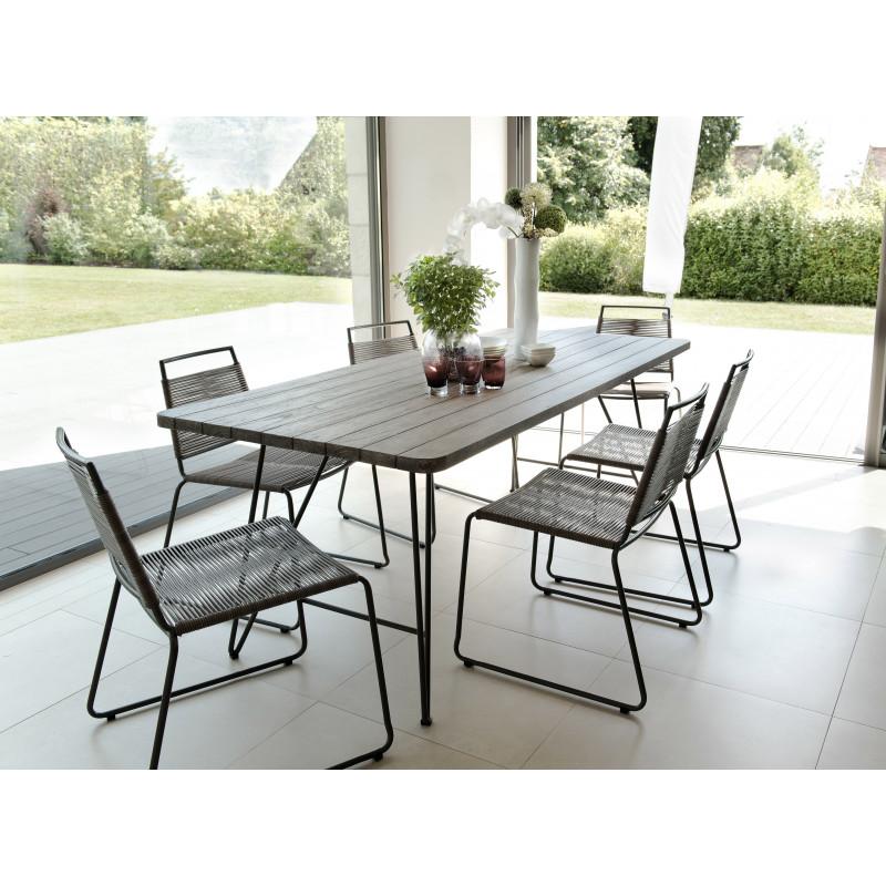 salon de jardin 6 places avec table en teck teinte chaises empilables en cordage synthetique et acier citadine