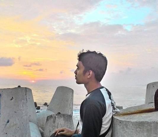 Tertegun Dengan Sunset di Pantai Glagah Yang Sejukan Jiwa