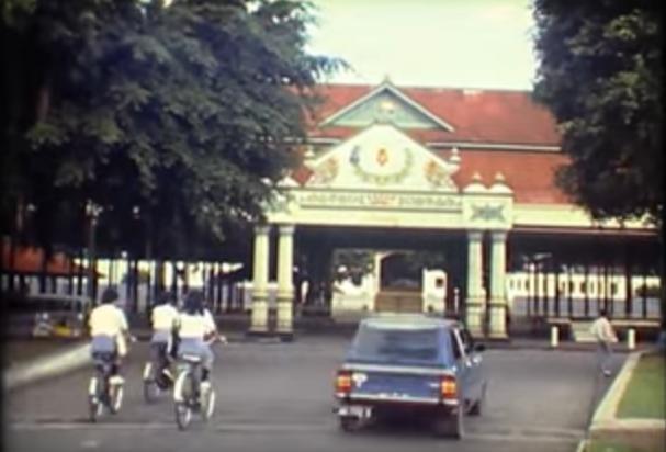 Jogja Tempo Dulu: 1981 Liburan Wisatawan Asal Jerman dari Jakarta ke Yogyakarta