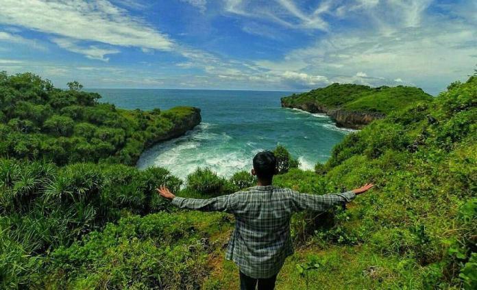 Pantai Sinden: Salah Satu Pesona Pantai Gunung Kidul Yang Wajib Dikunjungi - Keren Banget
