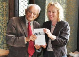 Oud-staatssecretaris Jet Bussemaker bij presentatie boek Jules Schelvis