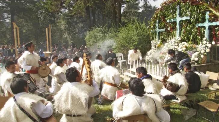 Ceremonia maya tzotzil de abertura del evento que se llevó a cabo en el ejido Los Llanos el 12 de octubre 2014. Foto: O.B.