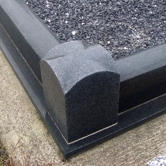Half Rounded Kerb (Bishop's Hat Corner Posts)