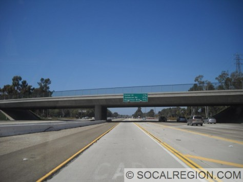 405 North from the HOV lane in Irvine. Note the wide median, buffer zone to the right, plus four mixed lanes. This is a wide freeway indeed.