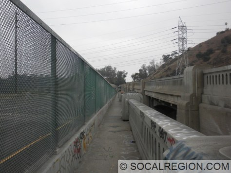 Walkway along the southbound Los Angeles River bridge.