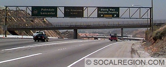 Interchange with the unbuilt 126 freeway. Note the EXIT ONLY tab for the Sierra Highway exit. This would have been the exit for SR-126 WEST. More information on this interchange and the bridge to nowhere.