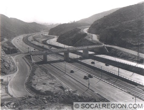 View of the Mulholland Drive OC from 1940. The Pacific Electric Railway tracks are visible in the median.