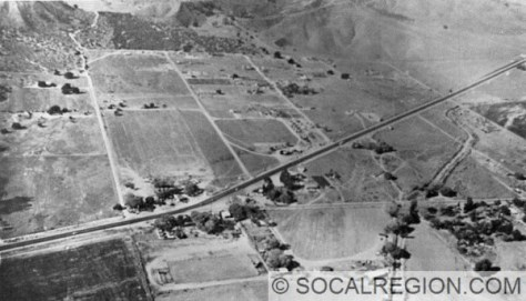 Castaic in 1949. Dark road is US 99 (Castaic Road) and the Ridge Route joins near the center.