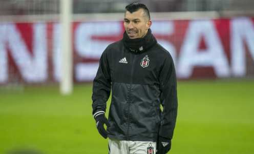 Besiktas Waiting for West Ham Bid for Gary Medel With Turkish Side Embroiled in Financial Struggles