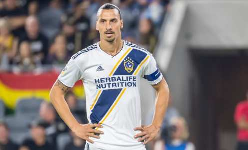 Zlatan Ibrahimović Mugs Off Cristiano With 'Not Real Ronaldo' Jibe as Talk of Milan Return Continues
