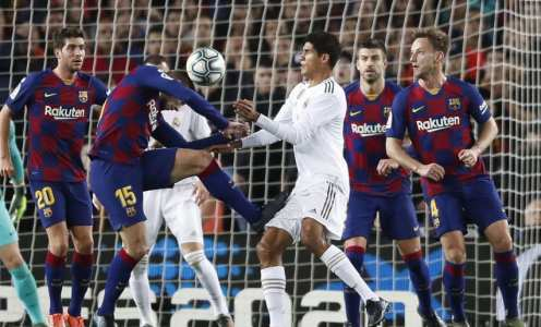 Photo Reveals Extent of Raphael Varane's Nasty Thigh Injury Following Clásico Stalemate