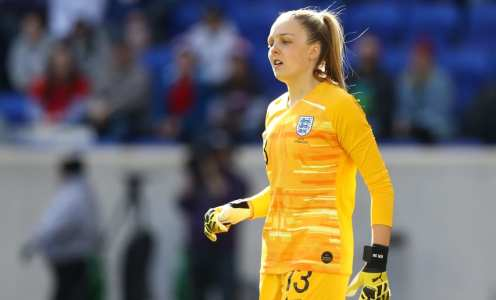 Ellie Roebuck on England Dreams, Growing in Confidence at Manchester City & More