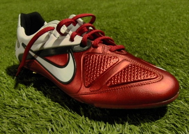 Nike CTR360 Maestri II at night
