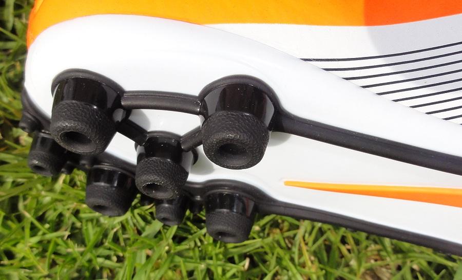 Vài điều về giày sân cỏ nhân tạo Nike đế AG