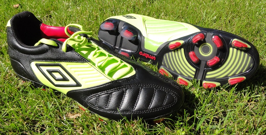 buy online af2fd 0aa64 ... Umbro Geometra Pro in BlackSharp GreenTrue Red Soccer Cleat . ...