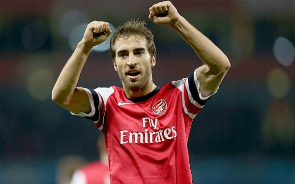 The HORROR! Flamini cut his sleeves for comfort, the kit man was FURIOUS!
