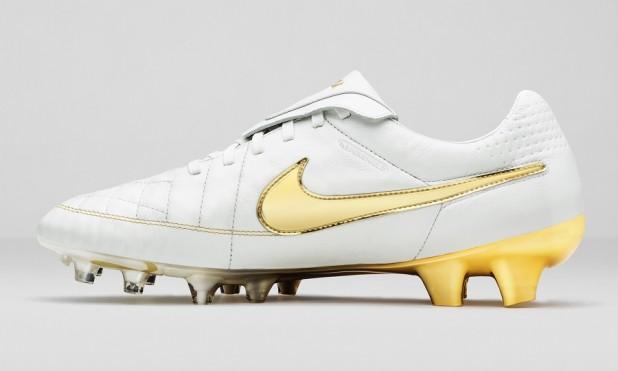 Nike Ronaldinho Tiempo