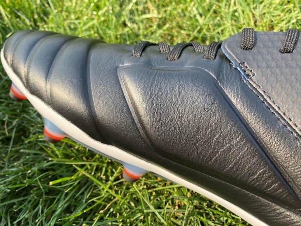 Umbro Tocco D30 Technology