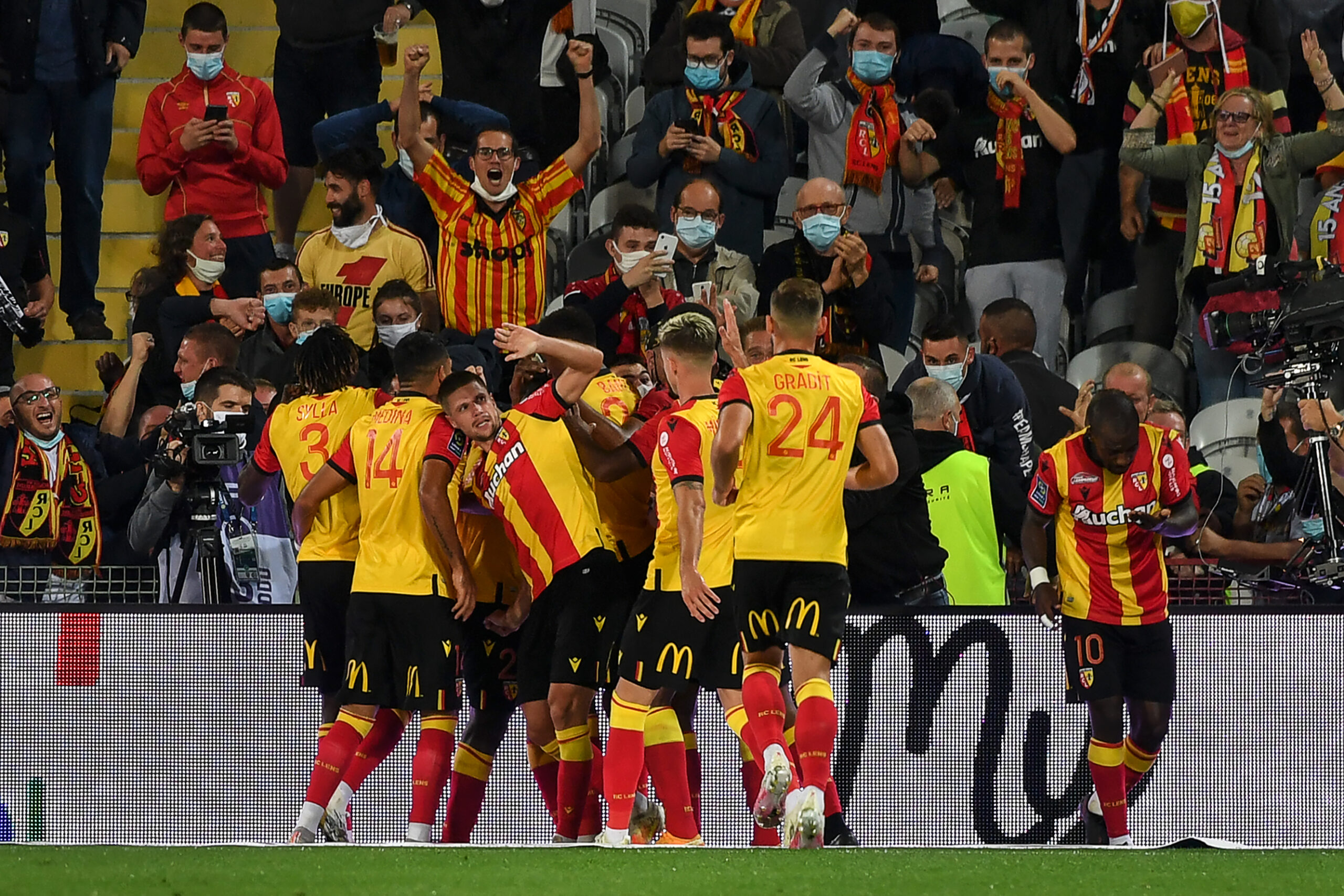 Lens defeat PSG in their opening match