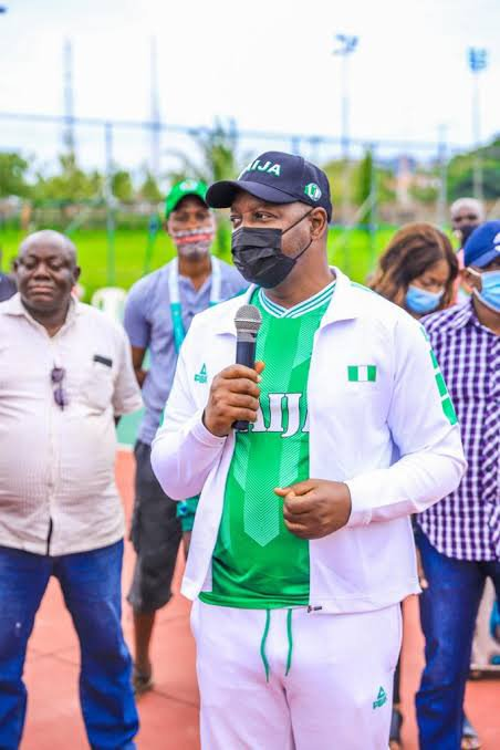 Sunday Dare accused Rohr, for discriminating local based player