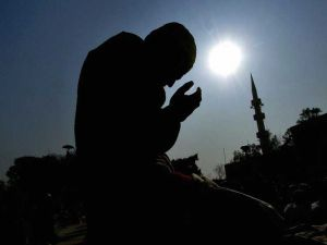 PAKISTAN-ASIA-QUAKE-MUSLIMS-PRAYER
