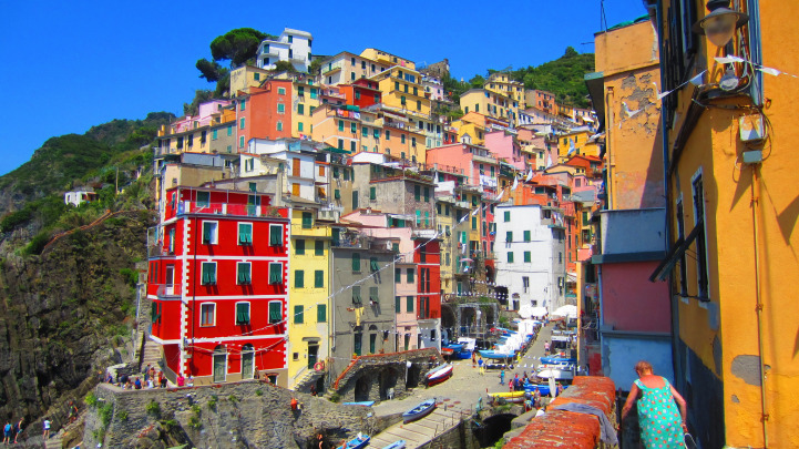 12-Colourful-Cities-Cinque-Italy