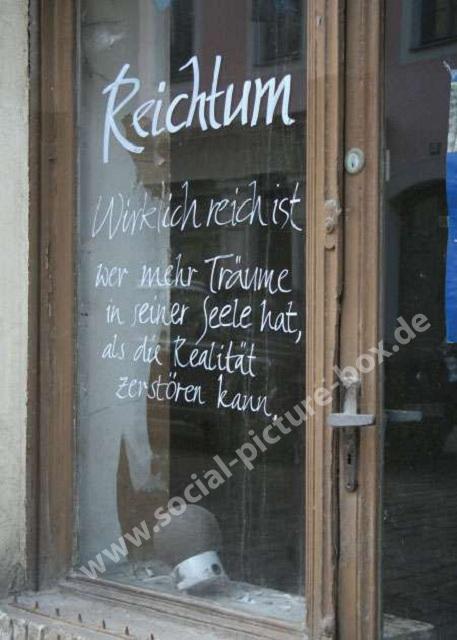 Schilder - Reichtum - Realität - Spruch - Sinnspuch - Schaufenster