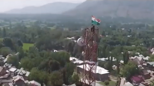 In Kashmir Soldier Risked His Life to Replace Pakistani Flag by Indian Flag
