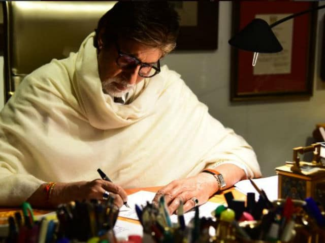 Length of Your Skirt Is Not A Measure Of Your Character - Bollywood Megastar Amitabh Bachchan in Open Letter To His Granddaughters