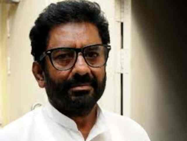 VIP like Ravindra Gaikwad should be made accountable for their behaviour