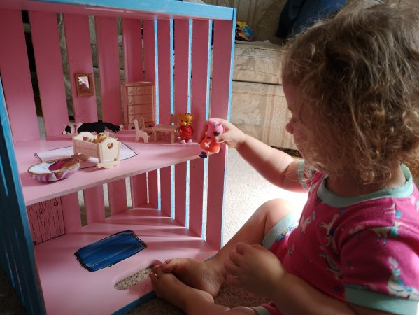 Build a doll house, build a elf house, how to build a dolls house, easy DIY projects for kids, kids DIY, dad blog, social dad, parenting bloggers, long weekend craft ideas, rainy day projects, rainy day DIY, make your own christmas presents, make your own kids toys