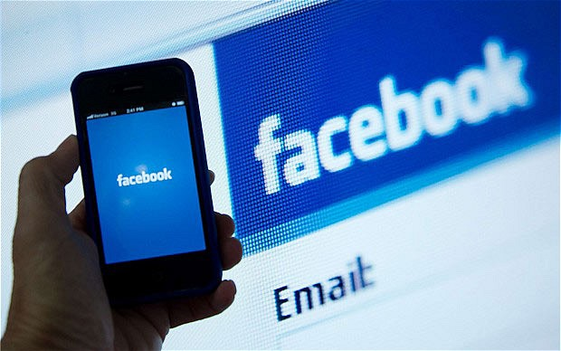 Facebook, in arrivo l'app per chattare in anonimato