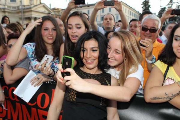 Hashtag, tecnologia e cultura pop: il #marketing per la #selfie generation