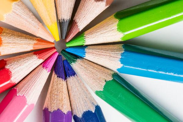 Die Hintergrundfarben, die Sie für Ihre Facebook-Anzeigen auswählen, können sich auf Ihre Kampagnenergebnisse auswirken.