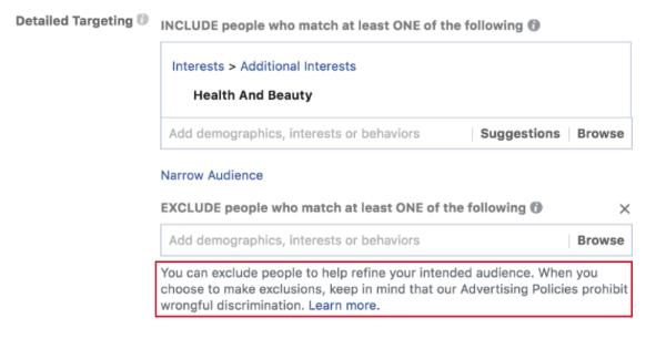 Facebook hat neue Eingabeaufforderungen eingeführt, die Werbetreibende an die Antidiskriminierungsrichtlinien von Facebook erinnern, bevor sie eine Werbekampagne erstellen und die Ausschluss-Tools verwenden.