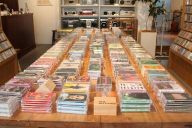 Waltz es una rara tienda que hoy en día se especializa en la venta de cintas de casete