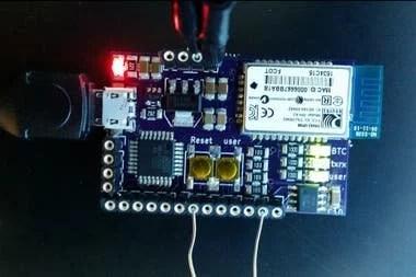 Así luce el prototipo de detección rápida de coronavirus desarrollado por la Universidad de Utah, que consiste en un sensor que interactúa con un smartphone