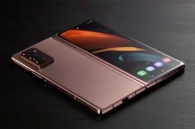 Con el Galaxy Z Fold2 la pantalla externa se amplía para que ocupe toda la cada del teléfono, y llega a 6,2 pulgadas