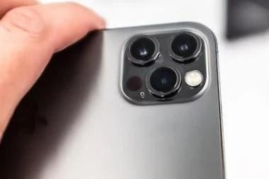 La triple cámara trasera del iPhone 12 Pro