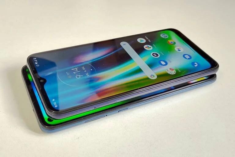 Con una pantalla más grande y una mejor resolución, por unos milímetros el Moto G9 Plus es un poco más grande que el Moto G9 Play